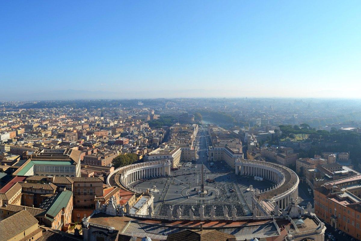 Rom aus der Vogelperspektive mit Blick auf den Petersplatz