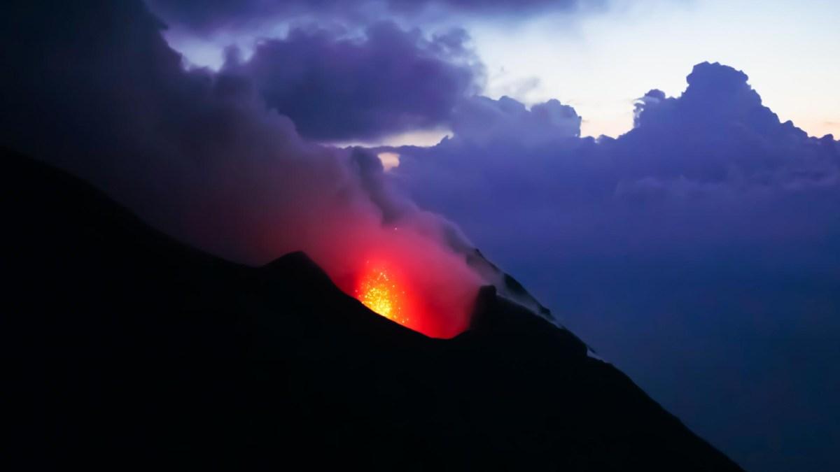 Gipfel und Vulkankrater Stromboli, Liparische Inseln