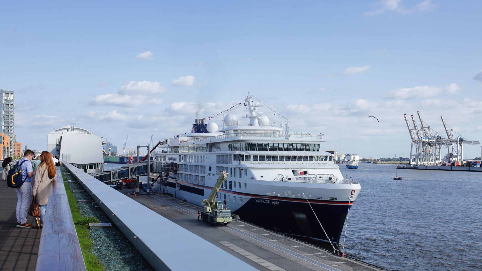 HANSEATIC spirit im Hafen Hamburg