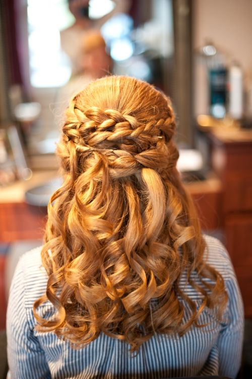 51 Amazing Hairstyles For Curly Hair That You Can Do Yourself