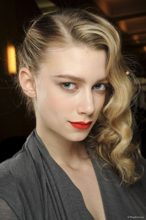 101 Chic Side Swept Hairstyles To Help You Look Younger