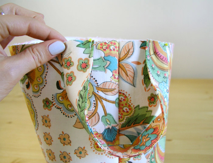 Attaching handles to the weaving basket with pins |  Betsy Sewing
