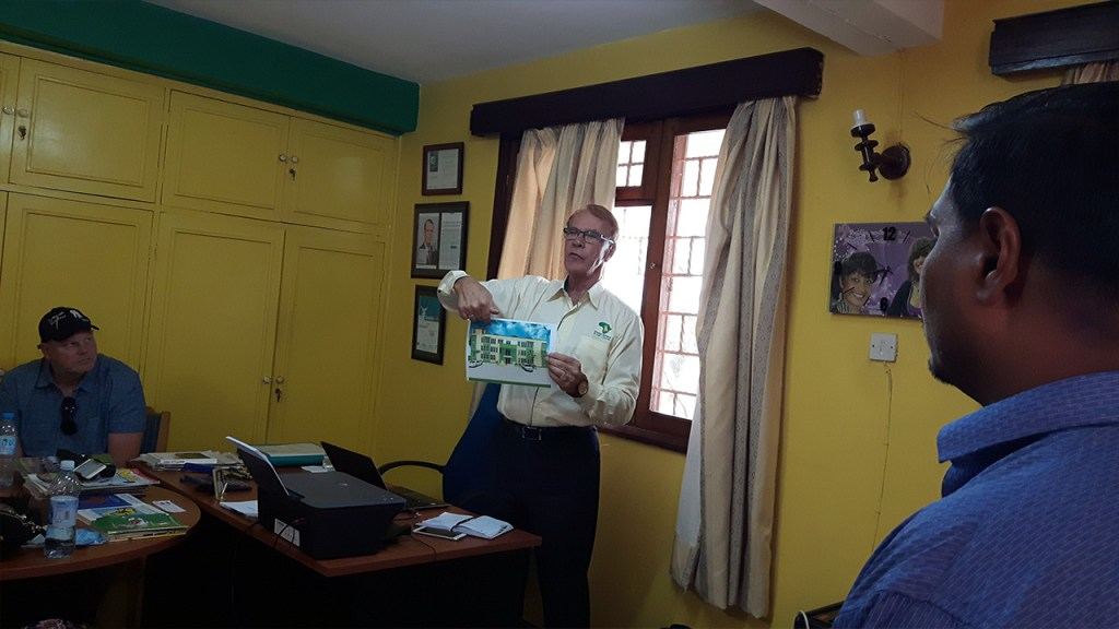 Rino visar hur Child Africas, Better Globes och tidningarnas (Bingwa och Miti) nya gemensamma kontor ska se ut.