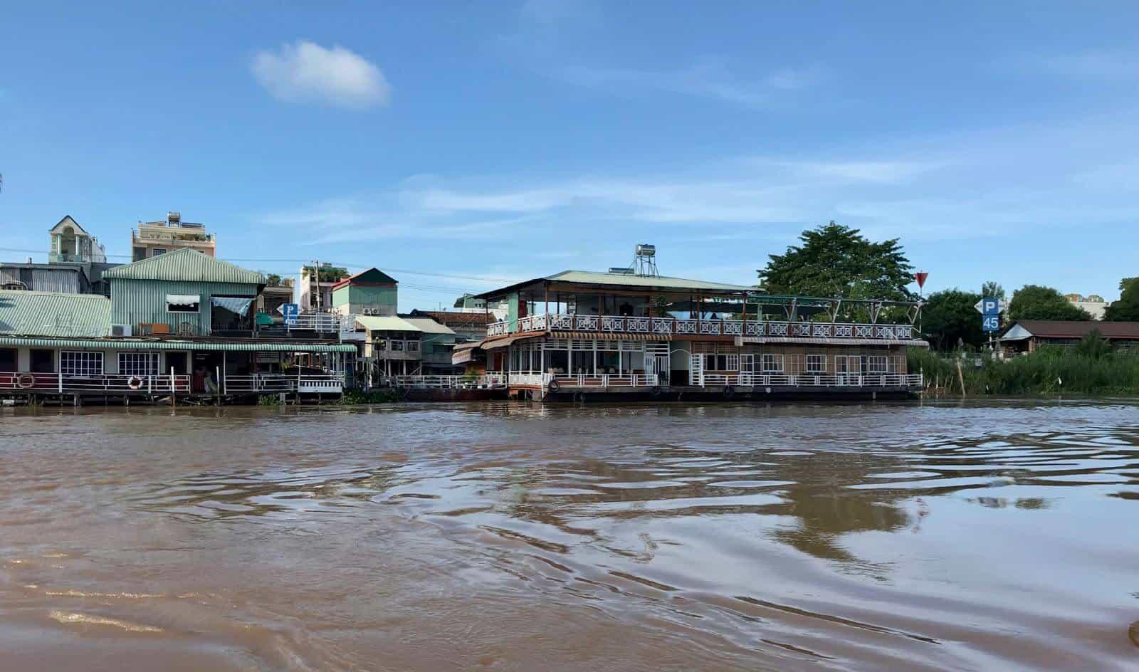 Floating Hotel Chau Doc Vietnam betternotstop