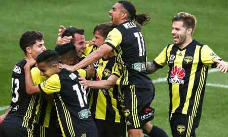 Wellington Phoenix v Brisbane Roar - A League