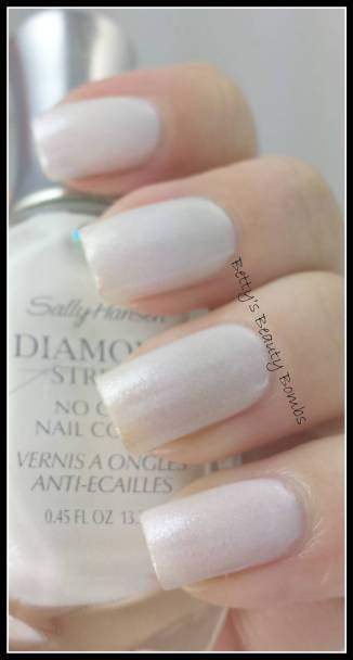 Sally-Hansen-White-Beaches