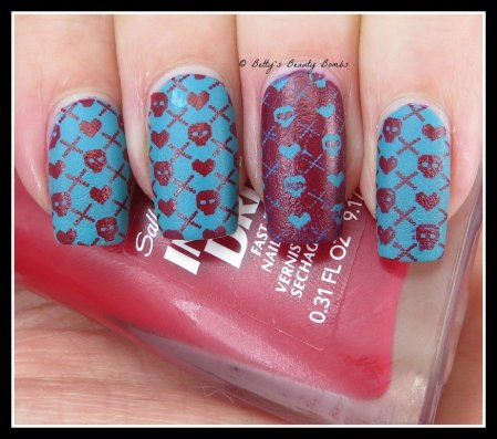 sweater-stamping-nail-art