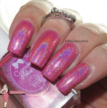 cupcake-polish-pick-of-the-patch-with-flash