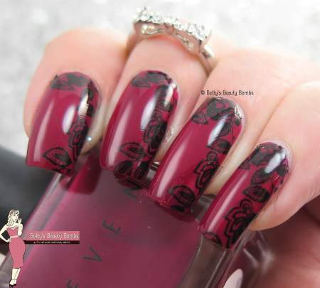 black-stamped-flowers-nail-art