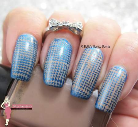 blue-and-brown-nail-art