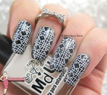 it-girl-stamping-plates-ig105