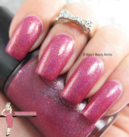 mango-bunny-polish-berry-delicious-swatch