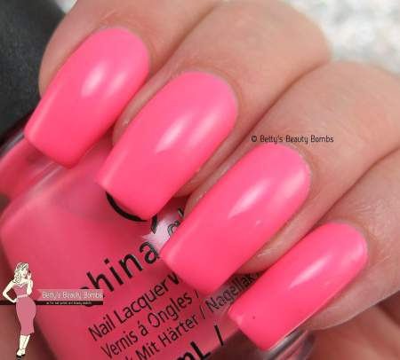 china-glaze-lip-smackin'-good-swatch