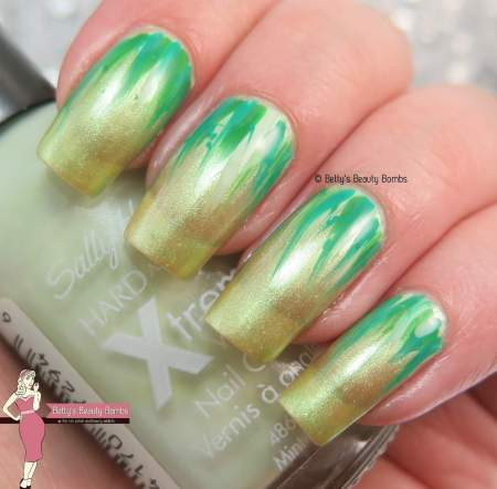 green-waterfall-nail-art