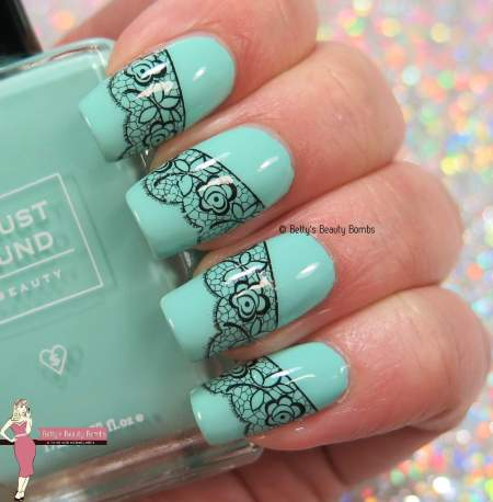 mint-and-lace-nail-art