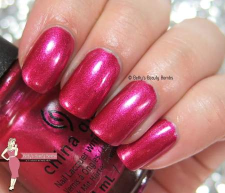 china-glaze-the-more-the-berrier-swatch
