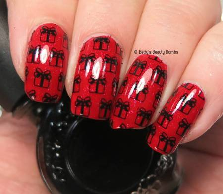 christmas-presents-nail-art