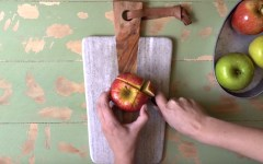 How to cut an apple for snack. The best way to cut an apple to prevent rotting.