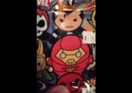 marvel-collector-keyring-unwrapping