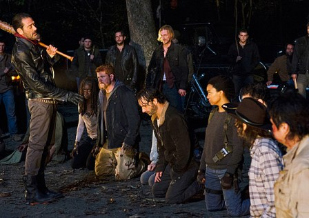 twd-season6-ep-16-finale-negan-and-group