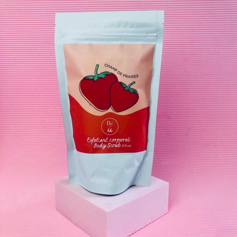 exfoliant champ de fraises