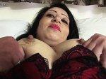 femme mure arabe se masturbe