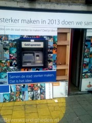 Geldautomaat nu leeg aan de Rhijnauwensingel