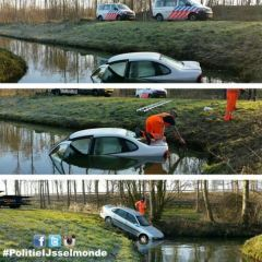 Auto te water in randpark Beverwaard
