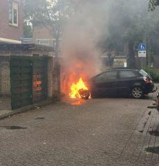 Autobrand aan Rhijnauwensingel