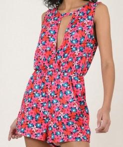 Combishort motif fleuri couleur rose. Croisée sur l'avant et taille élastiquée. Marque Molly Bracken.