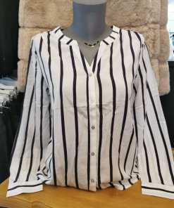 Chemise blanches rayures marines marque Only promo.