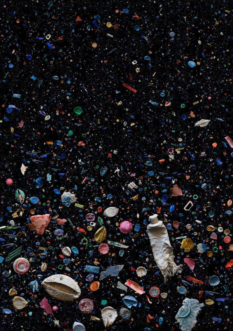 Mandy Barker soup une série de photo pollution par le plastique