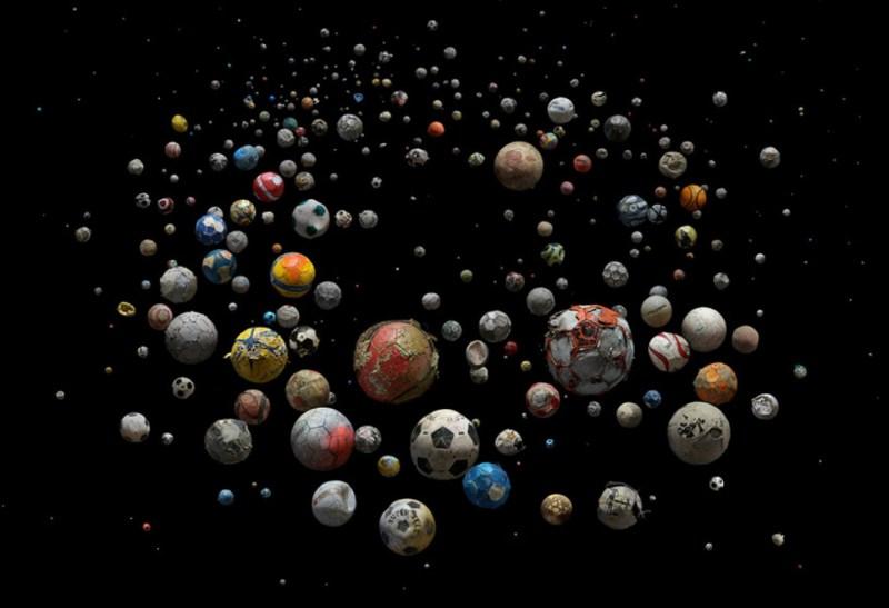 galaxie de ballons par Mandy Barker