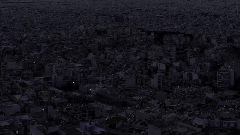 Alone Together, série de photographies prises dans les métropoles mondiales par Aristotle Roufanis