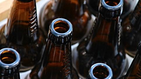 Dunkle Bierflaschen