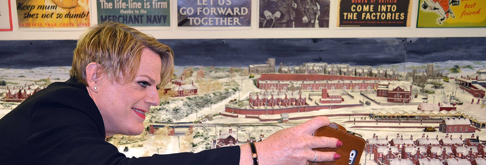 Eddie Izzard taking a selfie at the WWII gallery in Bexhill Museum