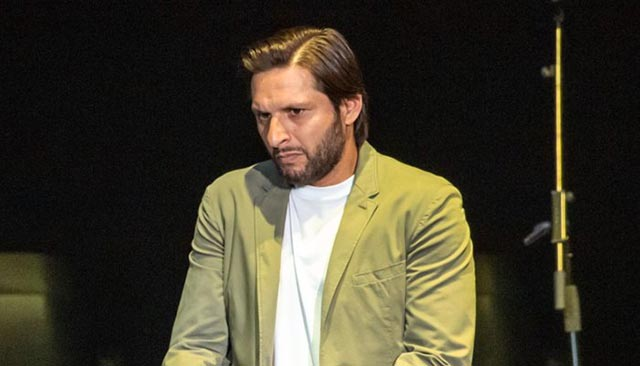 Photo of Former Pakistan captain Shahid Afridi tests positive for coronavirus