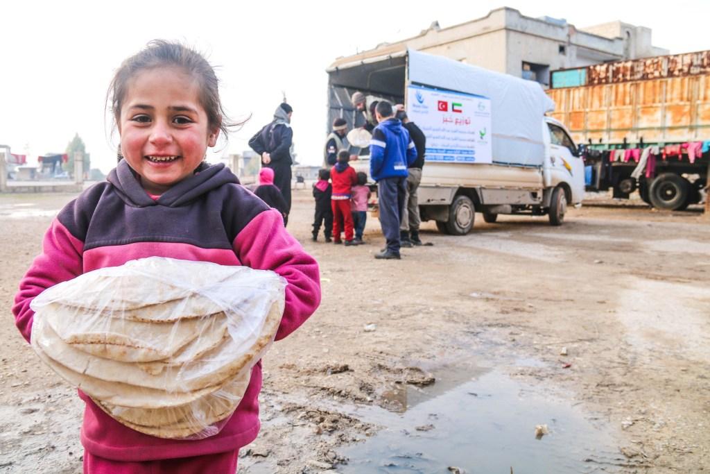 توزيع الخبز في ريف حمص الشمالي