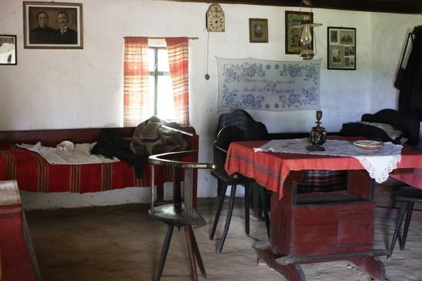 interior-casa-taraneasca-cernat-02-m