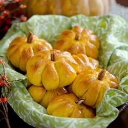 Pumpkin Dinner Rolls