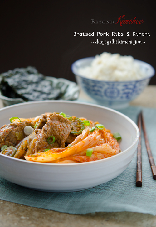 Old fermented kimchi is braised with pork ribs