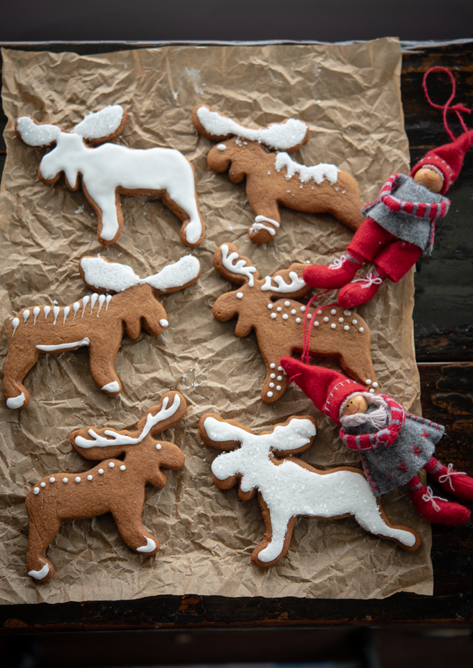 Simple decorating is all you need to shine the moose patterned cookies