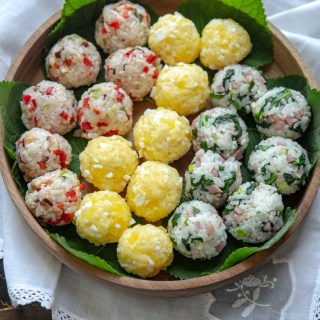 Thse colorful rice balls are made with the leftover rice.
