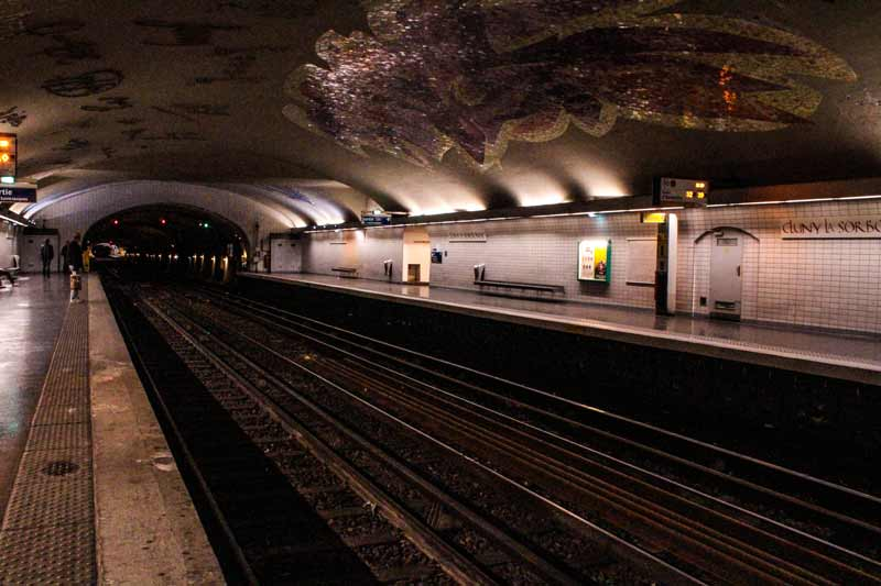 paris-subway-station
