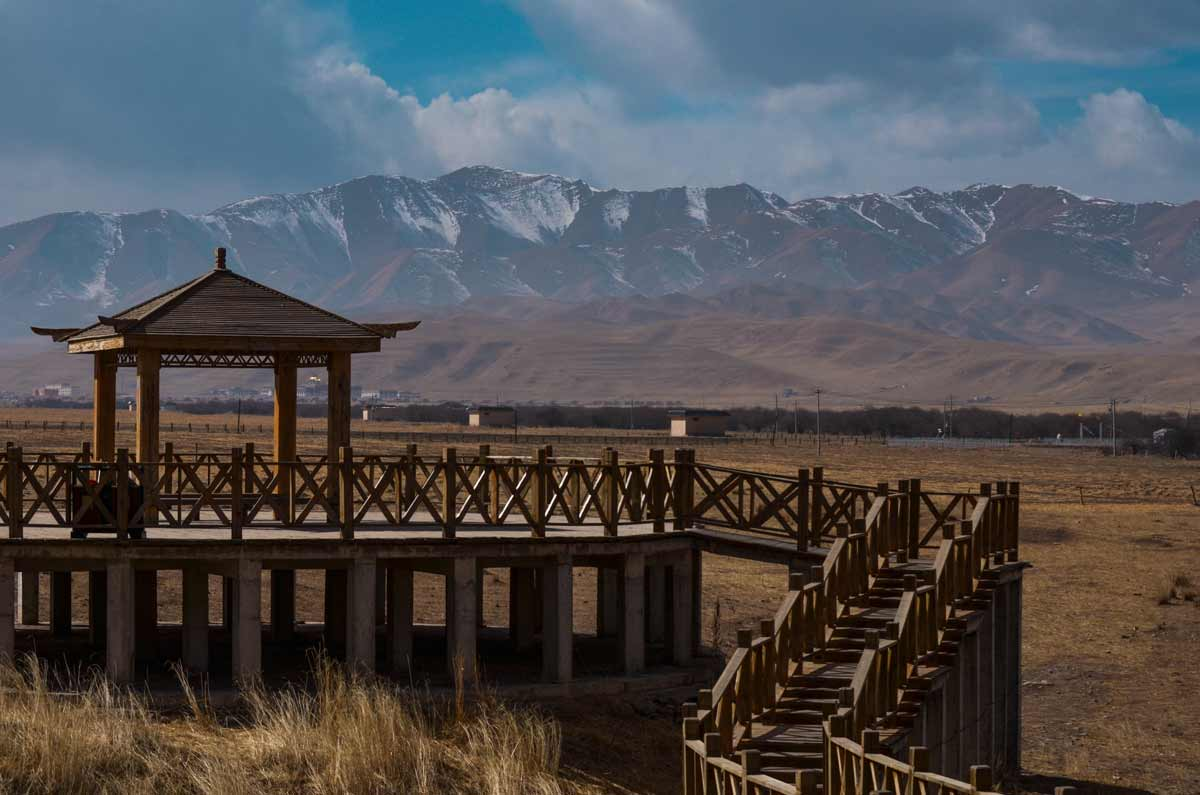 beautiful-sceneic-bridge-with-mountain-in-the-background-in-china