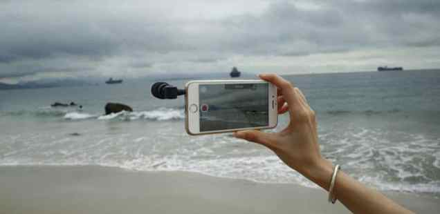 Saramonic SmartMic being used to record audio at the beach
