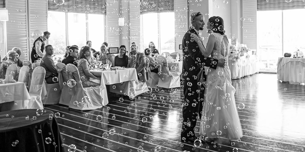 Hawaii wedding  professional photographer black and white first dance with bubbles