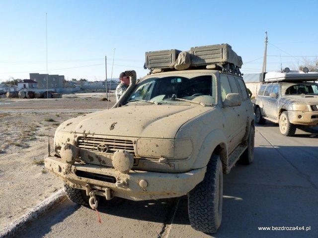 Samochody należałoby chyba umyć... Zdjęcie zrobione w Aralsku