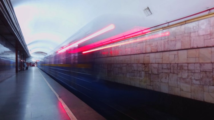 Metro openbaar vervoer - Bezoek Kiev