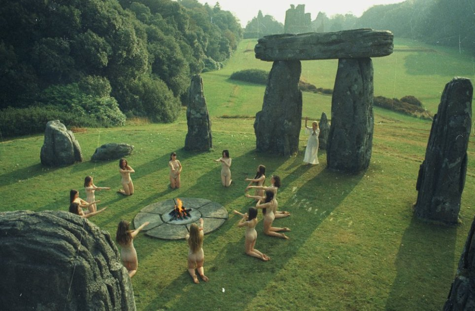 https://i2.wp.com/www.bfi.org.uk/sites/bfi.org.uk/files/styles/full/public/image/wicker-man-1973-002-stone-circle-dancers-00m-osv.jpg?resize=964%2C632&ssl=1